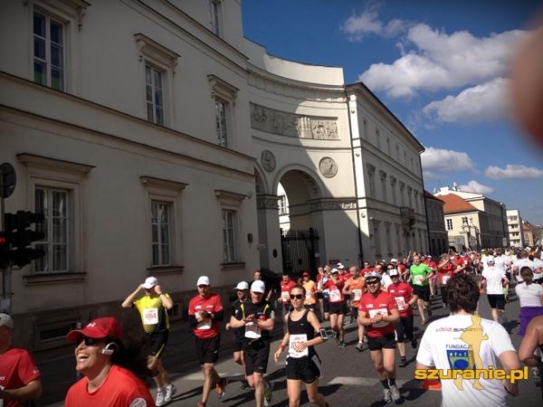 po lewej maratończycy - po prawej my. Atmosfera nieziemska!